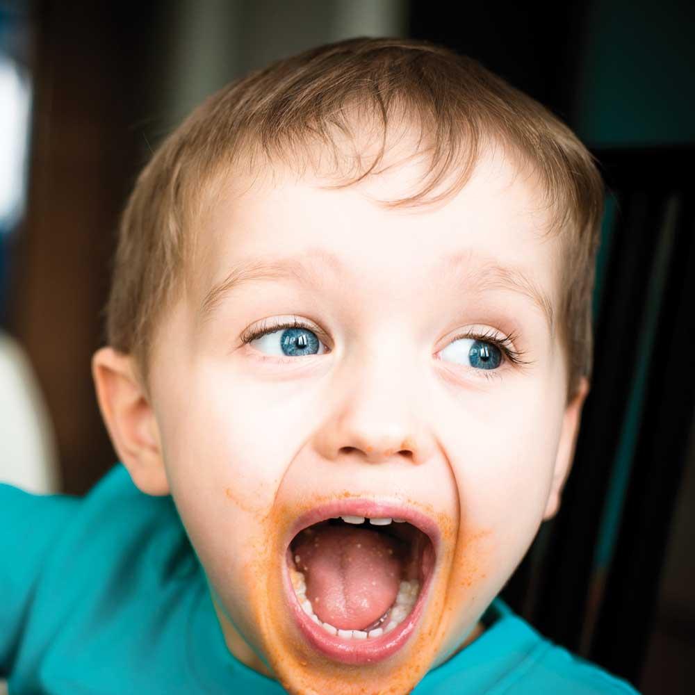 Vrai ou faux? La consommation de sucre rend les enfants hyperactifs.