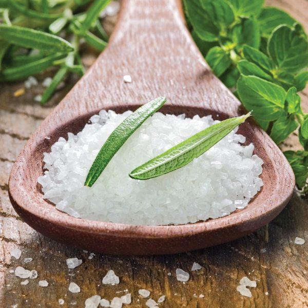 Vrai ou faux? Le sel de mer est meilleur pour la santé que le sel de table.