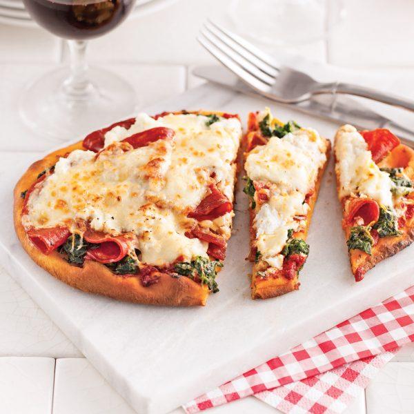 Pizza au saucisson et ricotta