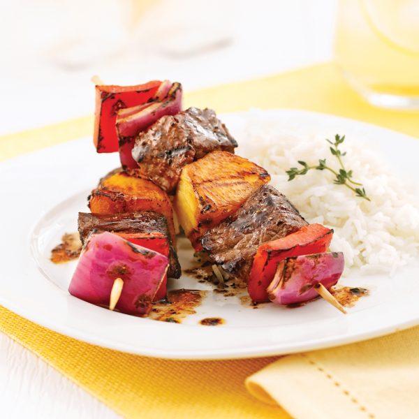 Brochettes de boeuf, ananas et poivron au parfum d'agrumes