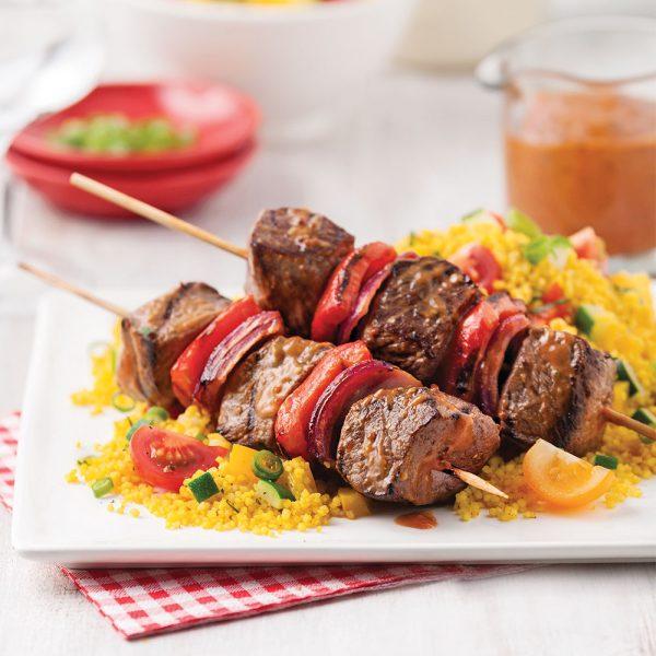Brochettes de boeuf, sauce barbecue miel, moutarde et ail