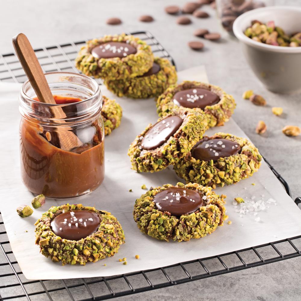 Biscuits chocolat-pistaches avec ganache à la fleur de sel