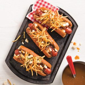 Hot-dog à la poutine et oignons caramélisés