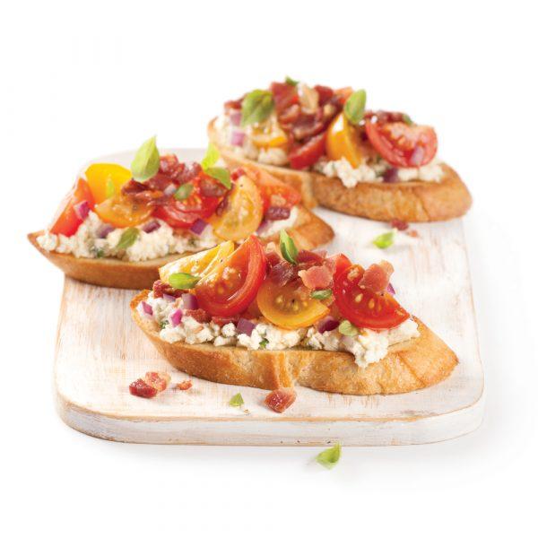 Bruschettas aux tomates cerises et à la pancetta croustillante