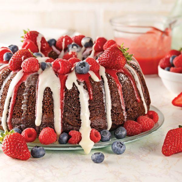 Gâteau bundt au chocolat et petits fruits