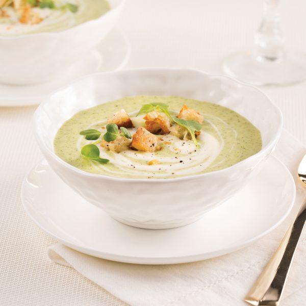 Potage au brocoli, panais et crème de brie