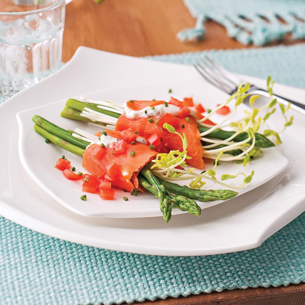 Saumon fumé, asperges et tomates