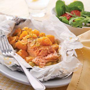 Papillotes de saumon, mangue et gingembre