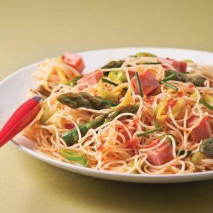 Capellinis au jambon, légumes et pesto de tomates faciles