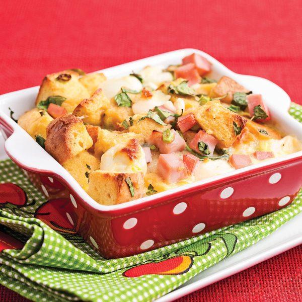 Pouding au pain, jambon et fromage