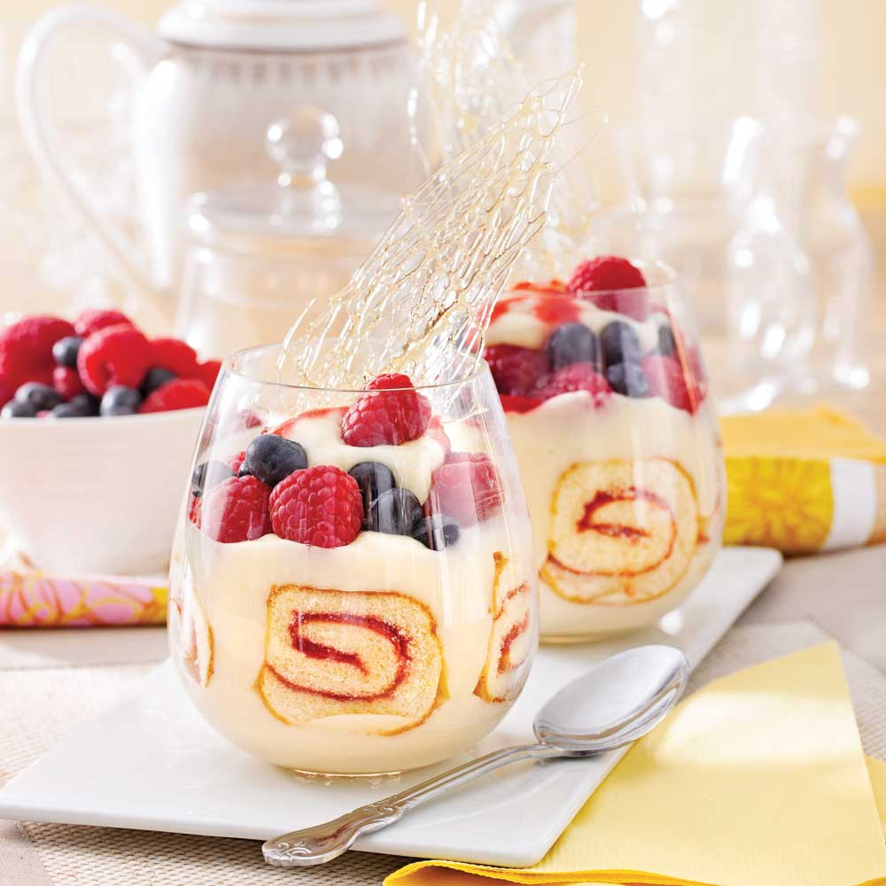 Verrines au gâteau roulé et petits fruits