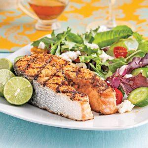 Darnes de saumon et salade de feta