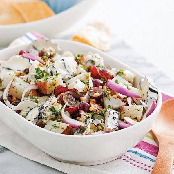 Salade de pommes de terre, raisins et fromage de chèvre