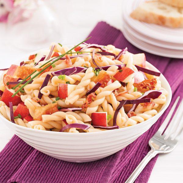 Salade de pâtes au chou rouge et pommes