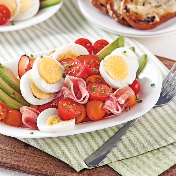 Salade oeufs, tomates et avocats