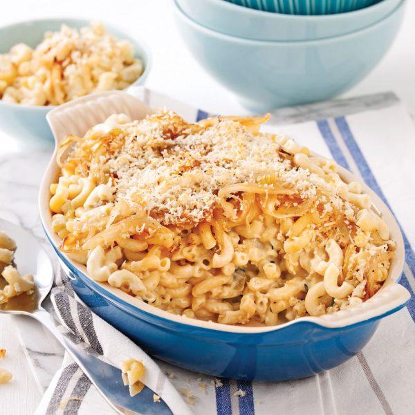 Macaronis au fromage et oignons caramélisés