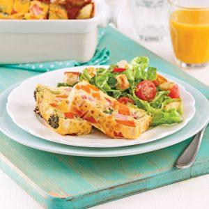 Omelette au four à la patate douce, jambon et brocoli