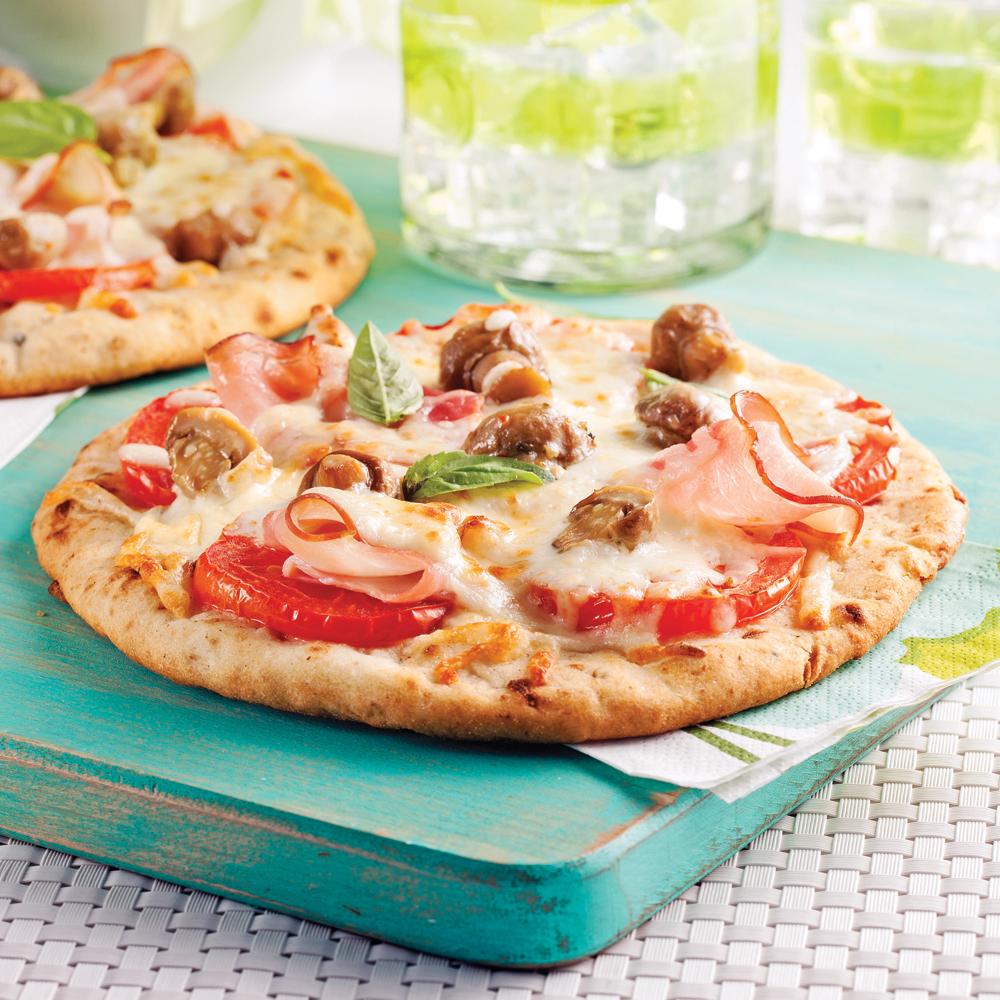 Pizza jambon et champignons sauvages grillés