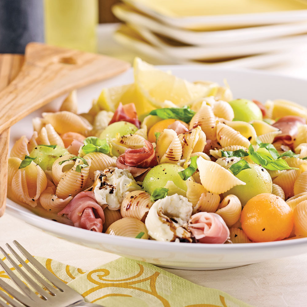 Salade de coquilles au prosciutto, melon et mozzarina