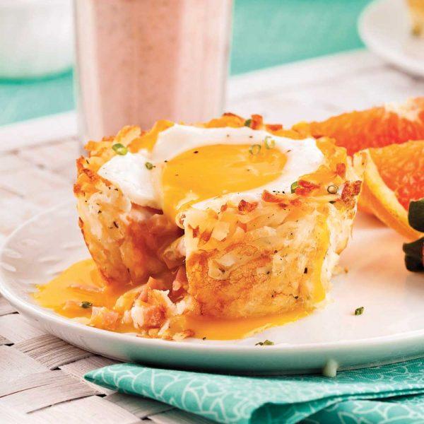Coupelles de pommes de terre hachées au jambon et œufs