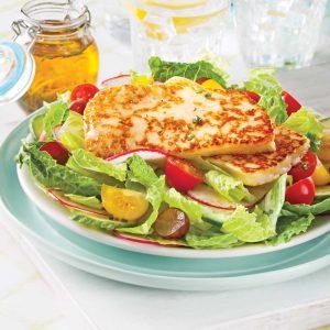 Salade rafraîchissante au fromage grillé