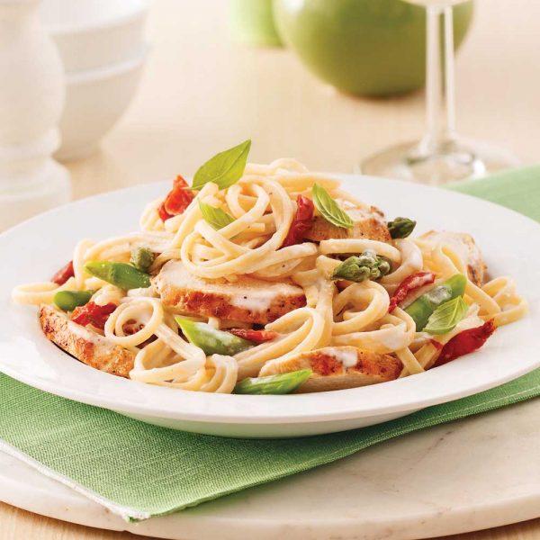 Linguines au poulet, asperges et tomates séchées