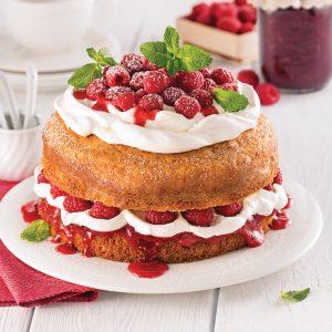 Gâteau blanc à la confiture de framboises et érable
