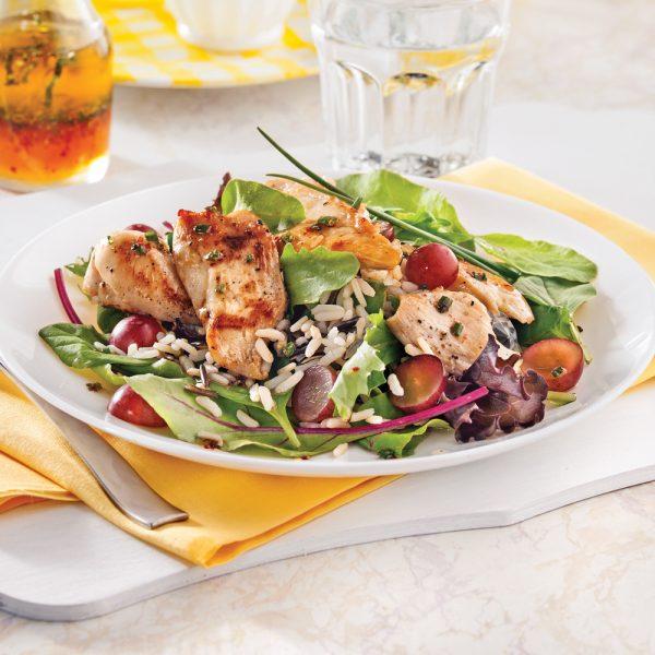 Salade de poulet, riz sauvage et raisins