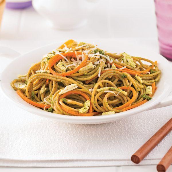 Spaghetti au tofu, carottes et pesto