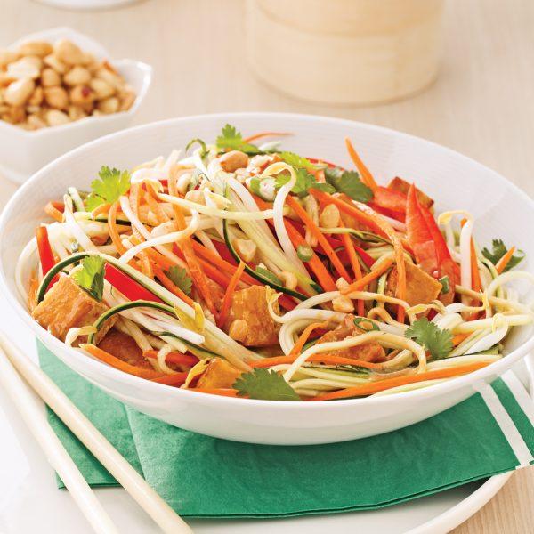 Salade de courgettes et tofu façon pad thaï