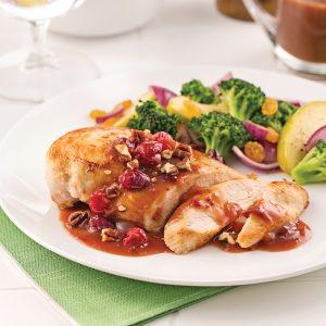 Poitrines de poulet, sauce aux canneberges et pacanes