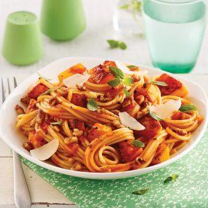 Spaghetti à la courge rôtie et aux noix