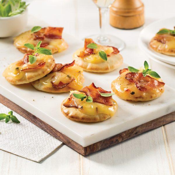 Mini-pizzas au fromage et bacon