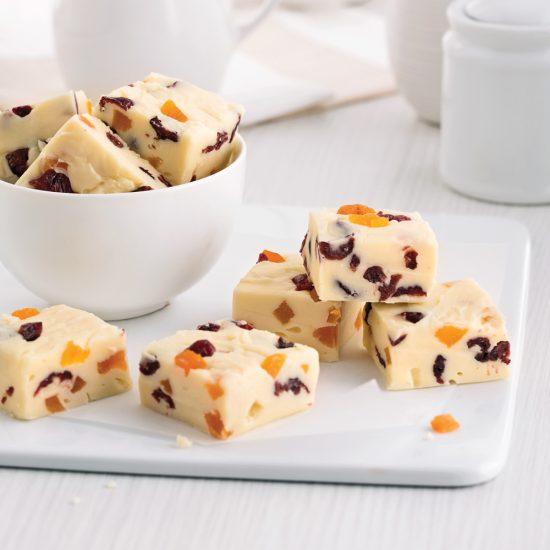 Fudge au chocolat blanc, canneberges et abricots