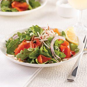 Salade au saumon fumé, vinaigrette à l'érable