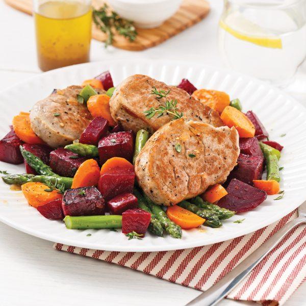 Médaillons de porc, sauté de betteraves et carottes