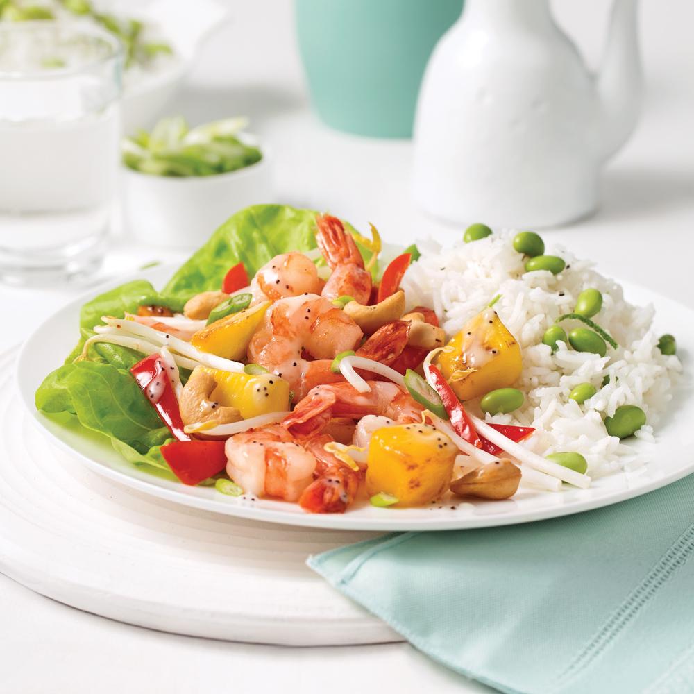 Sauté de crevettes, fèves germées et mangue