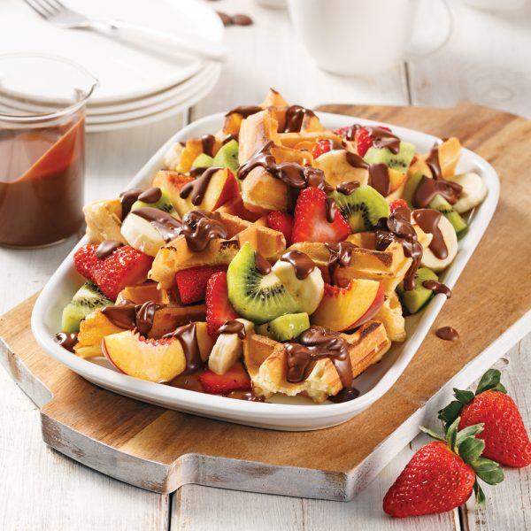 Chocolat, fruits et gaufres sur le gril