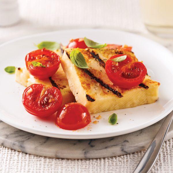 Halloumi grillé, tomates et basilic