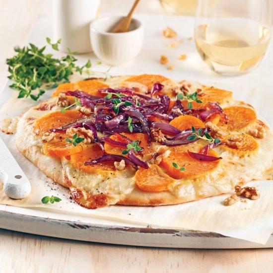 Pizza aux betteraves jaunes et oignons confits