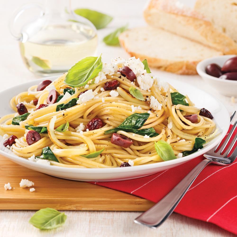 Spaghetti aux olives, canneberges et feta