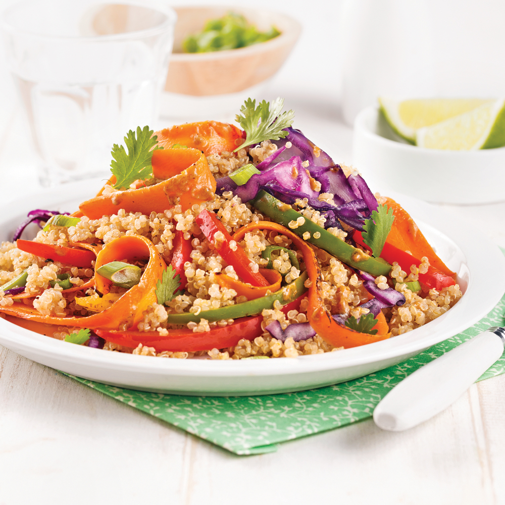 Sauté de légumes et quinoa, sauce aux arachides