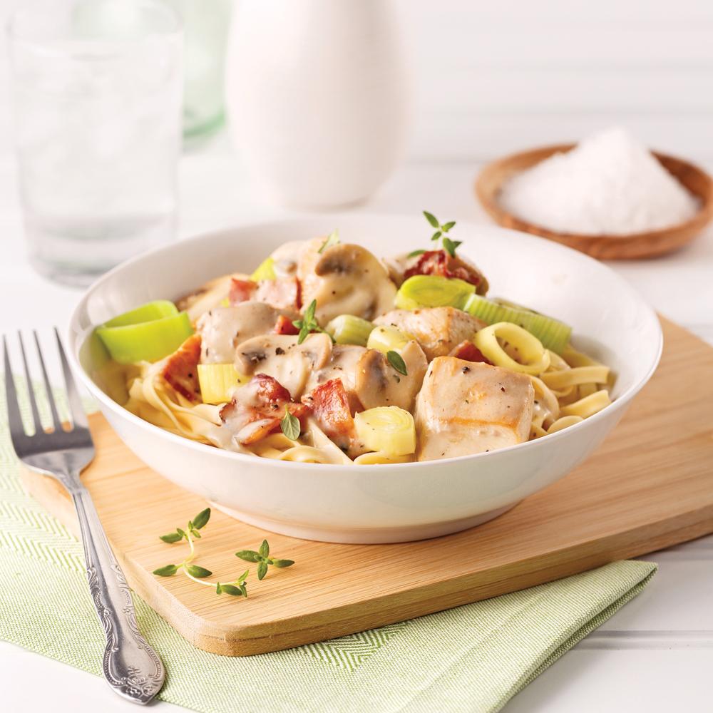 Casserole de poulet crémeux, champignons et bacon