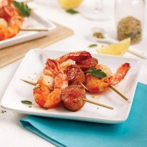 Brochettes de crevettes et saucisses