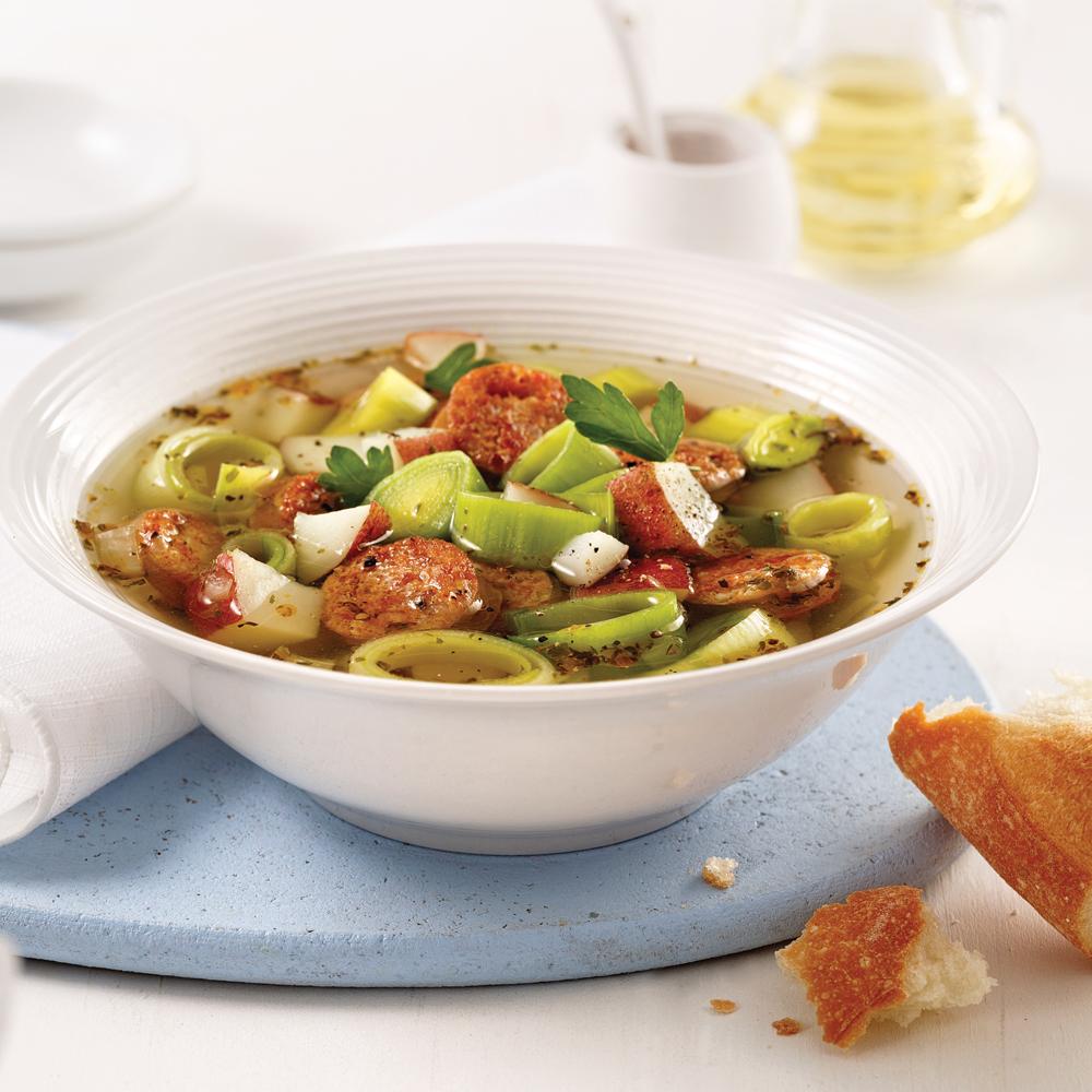 Soupe aux pommes de terre et saucisses
