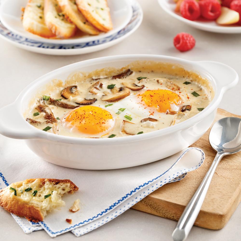 Cassolette aux oeufs, crème aux champignons et à l'estragon