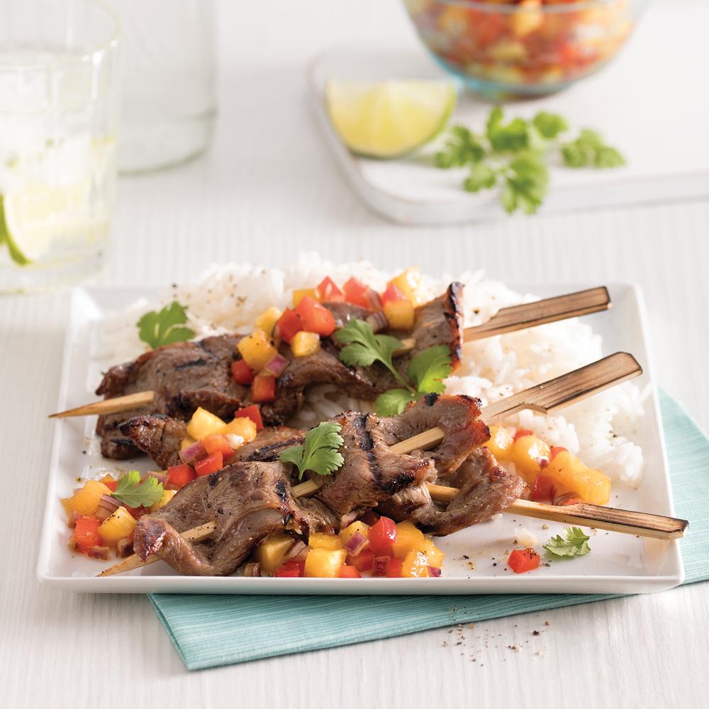 Brochettes de veau de grain, salsa d'ananas