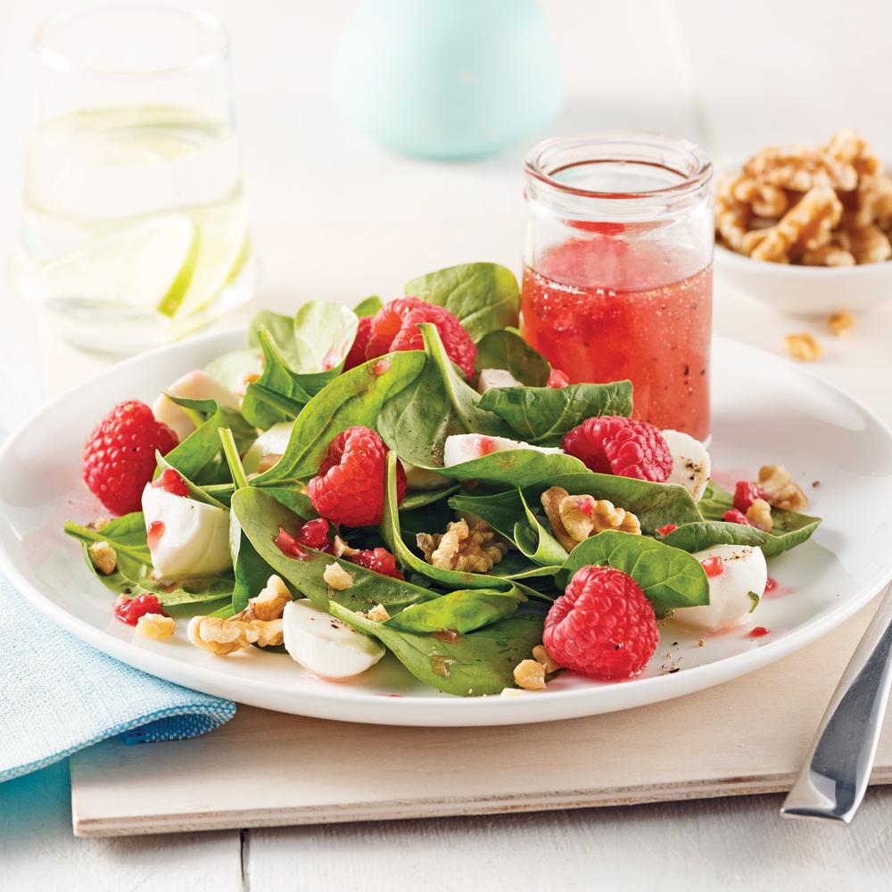 Salade de framboises, noix et bocconcinis