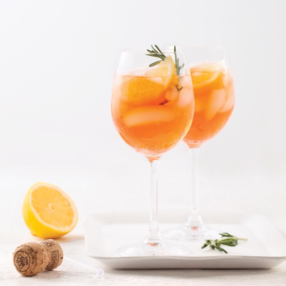 Spritz à l'orange, citron et romarin
