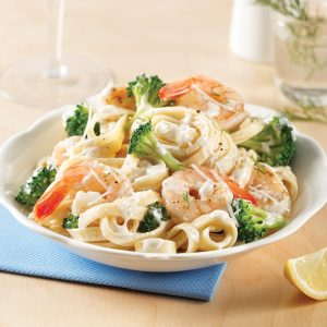 Fettucines Alfredo aux crevettes et brocoli